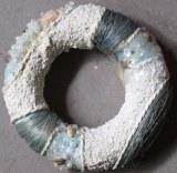 Couronne en plastique decore coquillages/perles bleu/blanc, taille 12cm