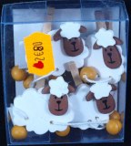 Moutons en bois sur pince, 3,3-5 cm, boite en PVC 4 pces, 2 sortes