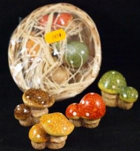 Champignons en ceramique dans corbeille, 4,5 cm, 4 types